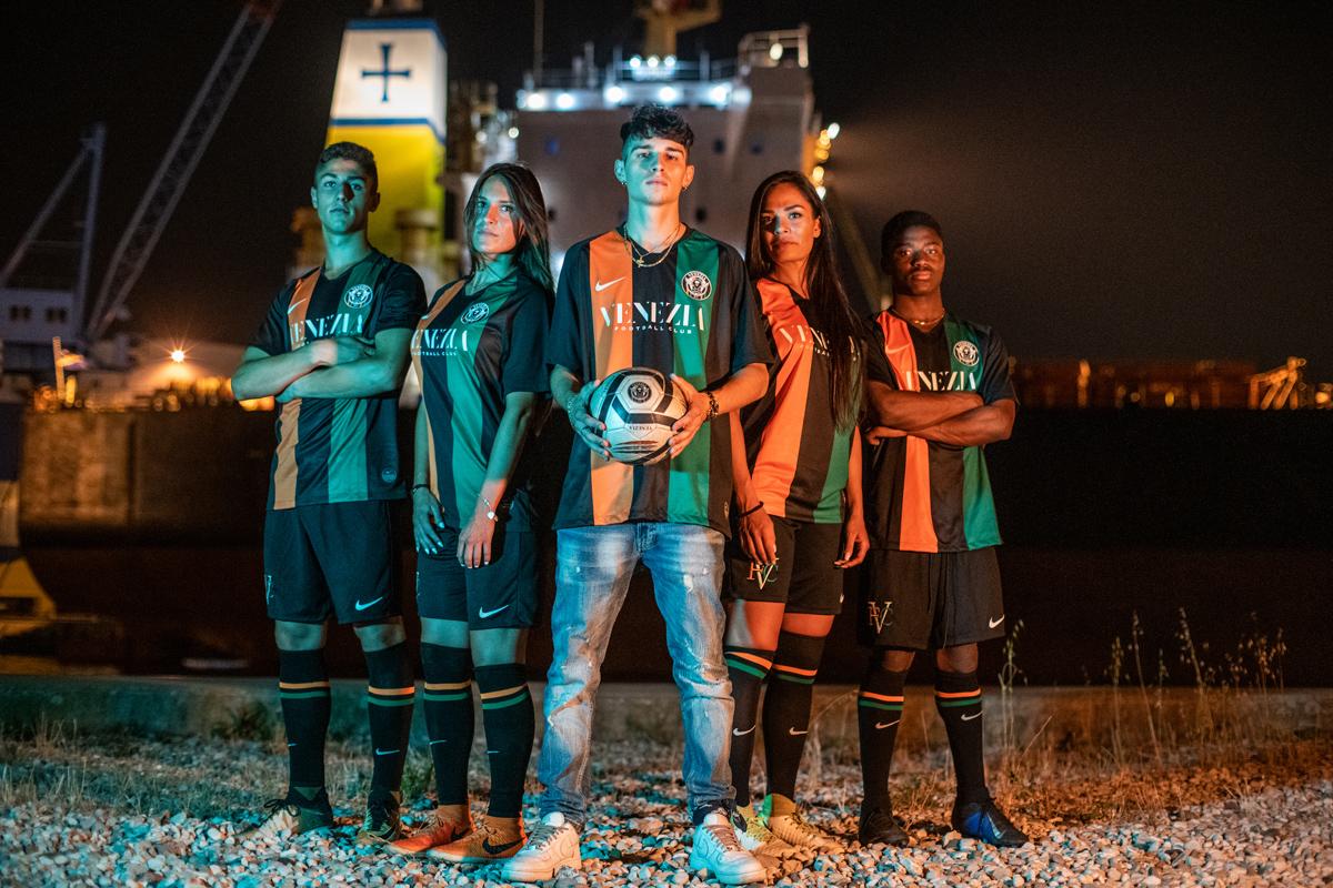 威尼斯2019-20赛季主场球衣 © 球衫堂 kitstown
