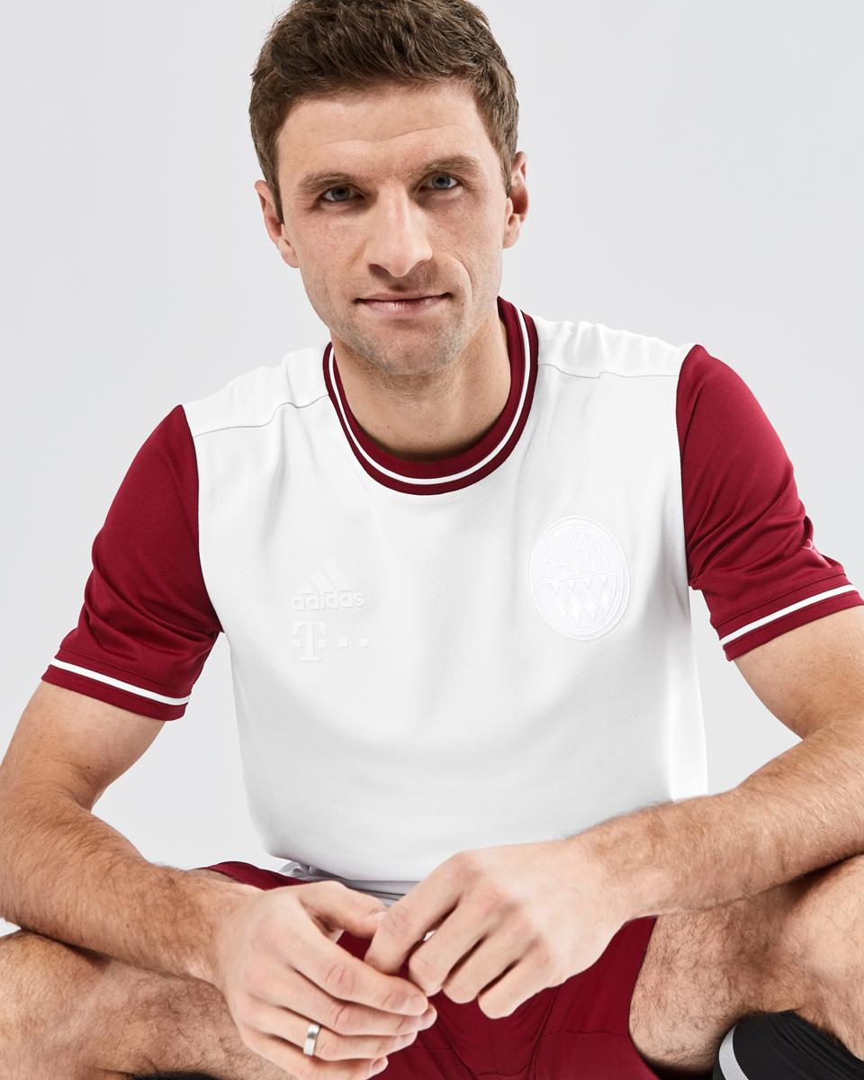 拜仁慕尼黑俱乐部 120 周年纪念球衣 © 球衫堂 kitstown