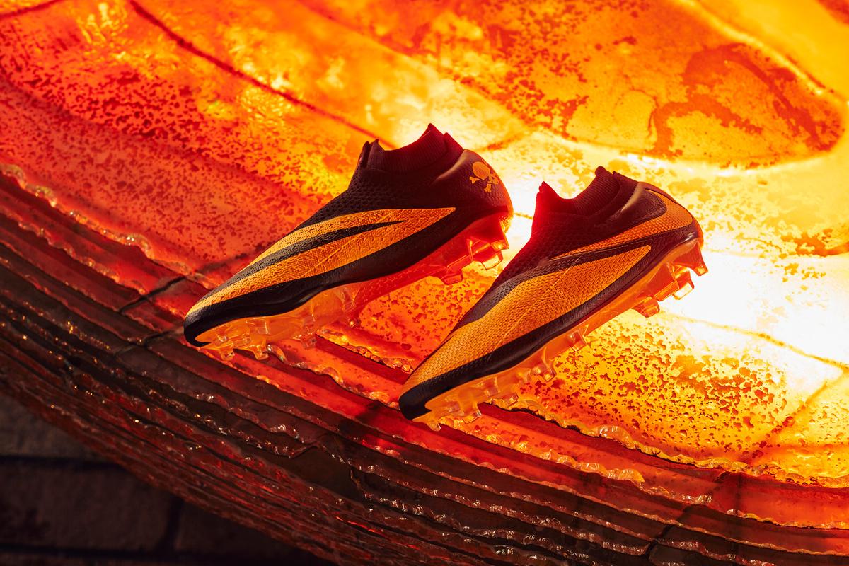 毒锋归来 — 耐克暗煞2代足球鞋重塑经典配色 © 球衫堂 kitstown