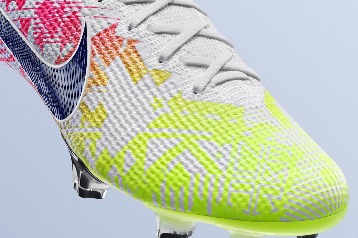 耐克发布内马尔专属 Neymar Jr. Mercurial Vapor Jogo Prismático 足球鞋 © 球衫堂 kitstown