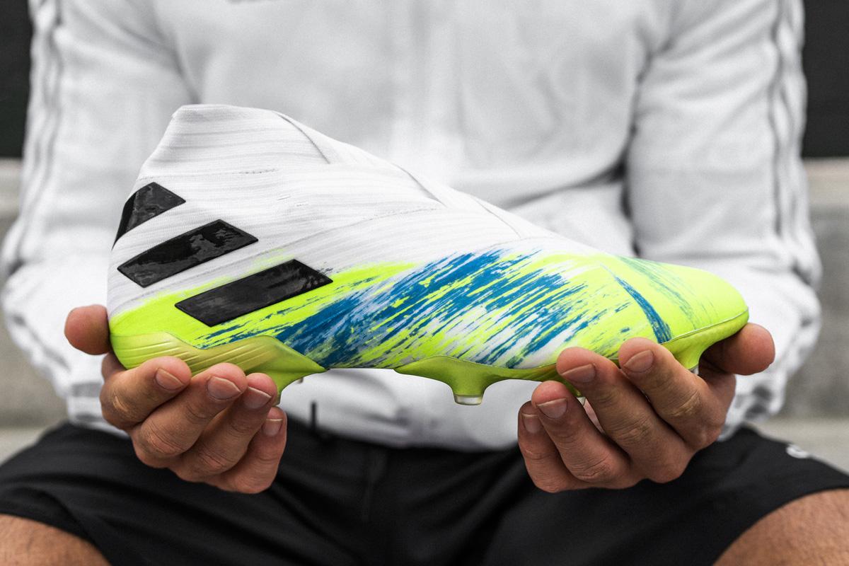 阿迪达斯足球推出新款 UNIFORIA 战靴套装 © 球衫堂 kitstown