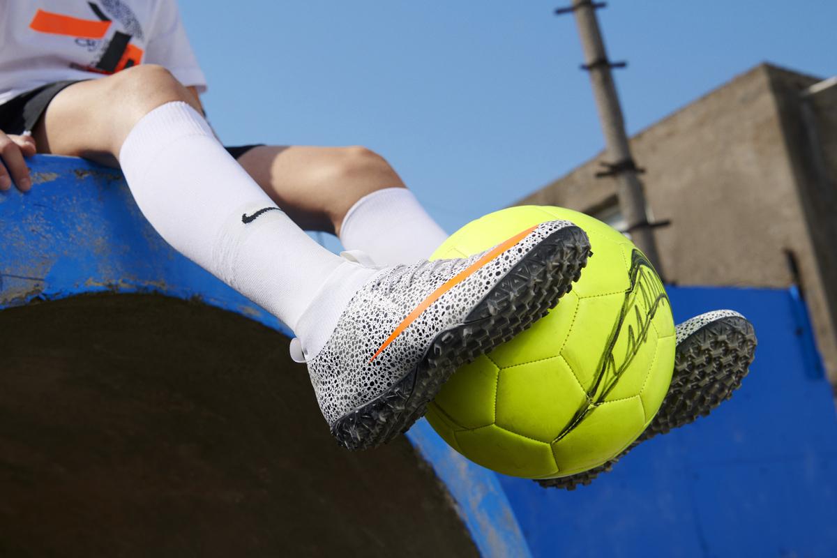 耐克发布 Mercurial Superfly CR7 Safari 足球鞋 © 球衫堂 kitstown