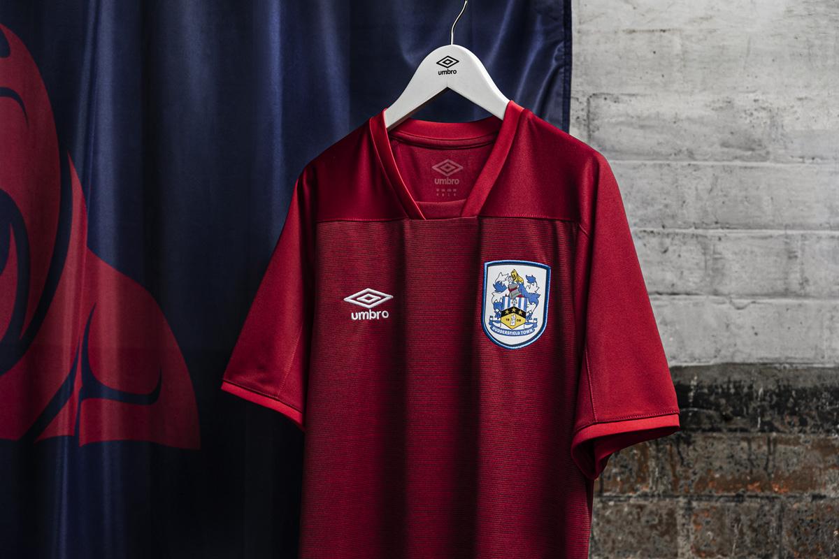 哈德斯菲尔德 2020-21 赛季主客场球衣 © 球衫堂 kitstown