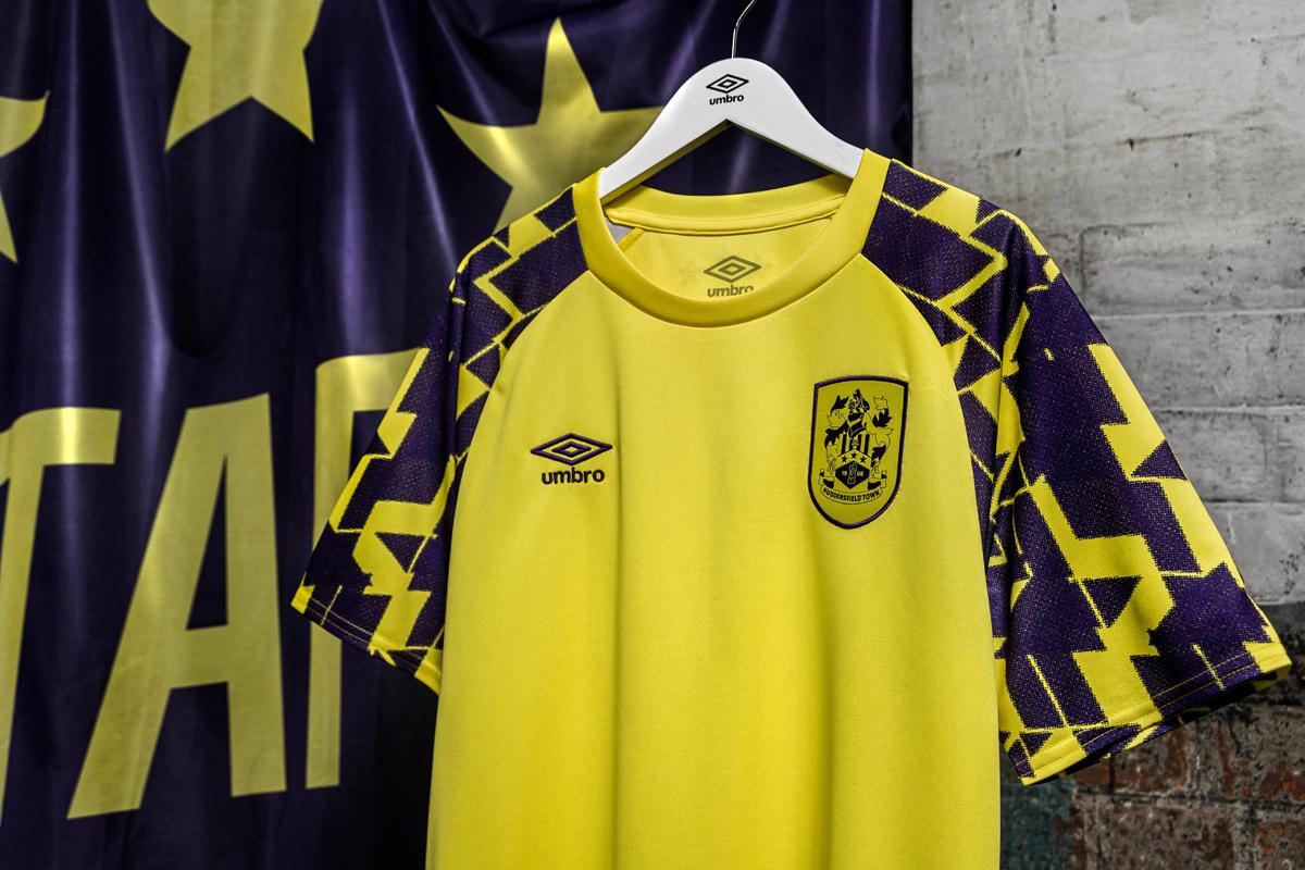 哈德斯菲尔德 2020-21 赛季第二客场球衣 © 球衫堂 kitstown