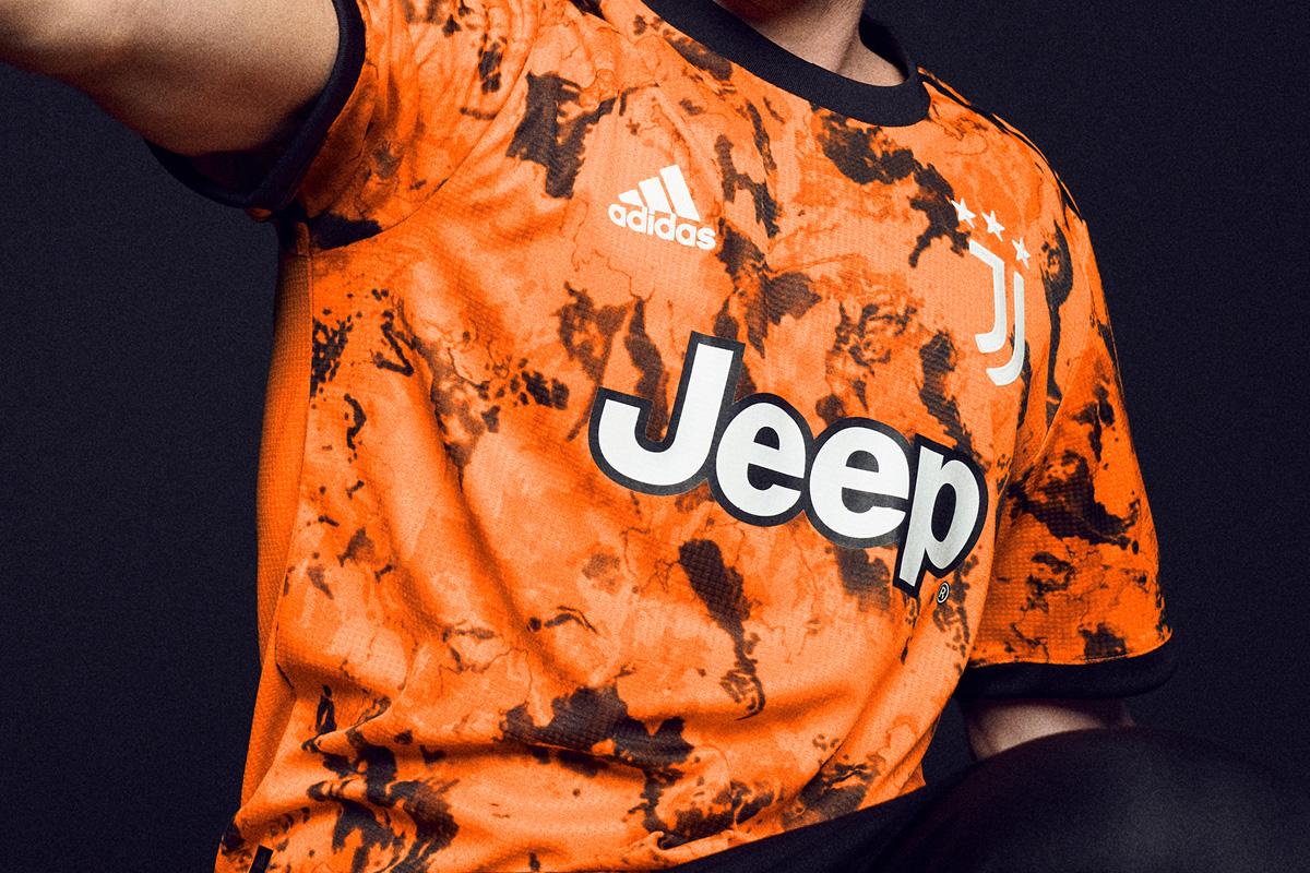尤文图斯 2020-21 赛季第二客场球衣 © 球衫堂 kitstown