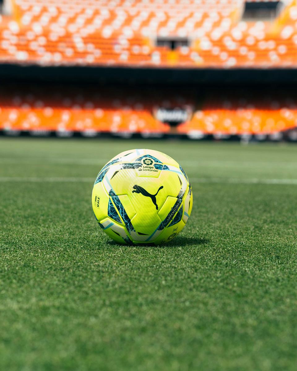 西甲和西乙联赛 2020-21 赛季官方比赛用球 © 球衫堂 kitstown