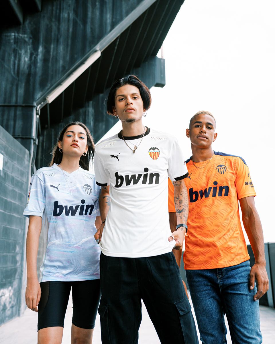 巴伦西亚 2020-21 赛季主客场球衣 © 球衫堂 kitstown