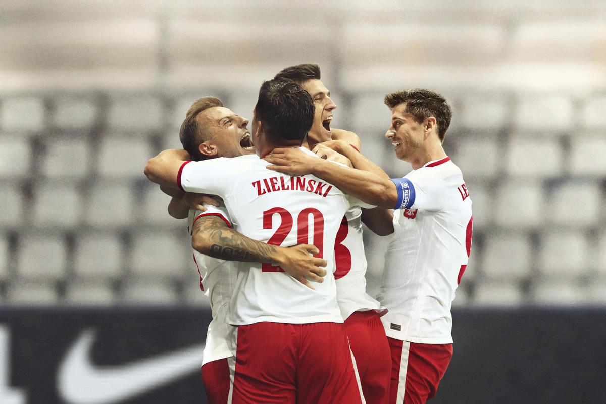 波兰国家队 2020-21 赛季主客场球衣 © 球衫堂 kitstown
