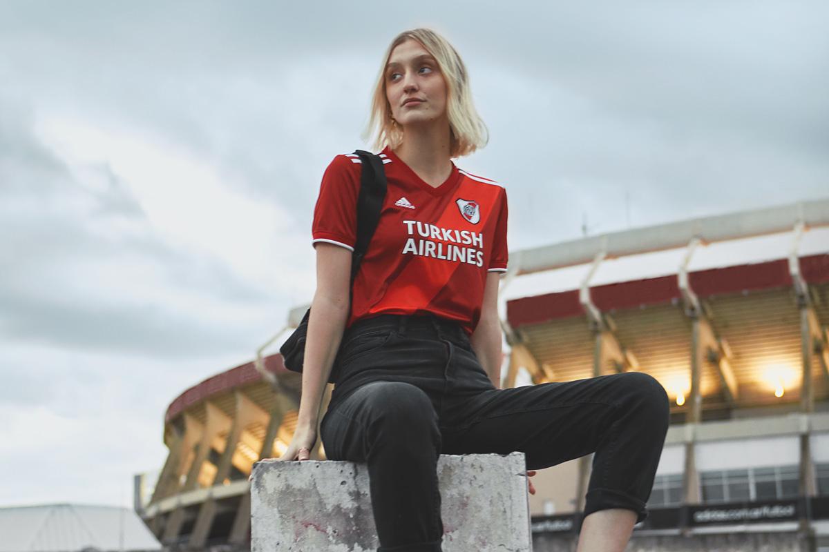 河床 2020-21 赛季客场球衣 © 球衫堂 kitstown