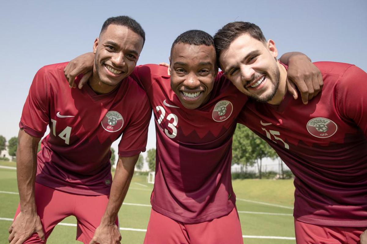 卡塔尔国家队 2020-21 赛季主客场球衣插图(1)