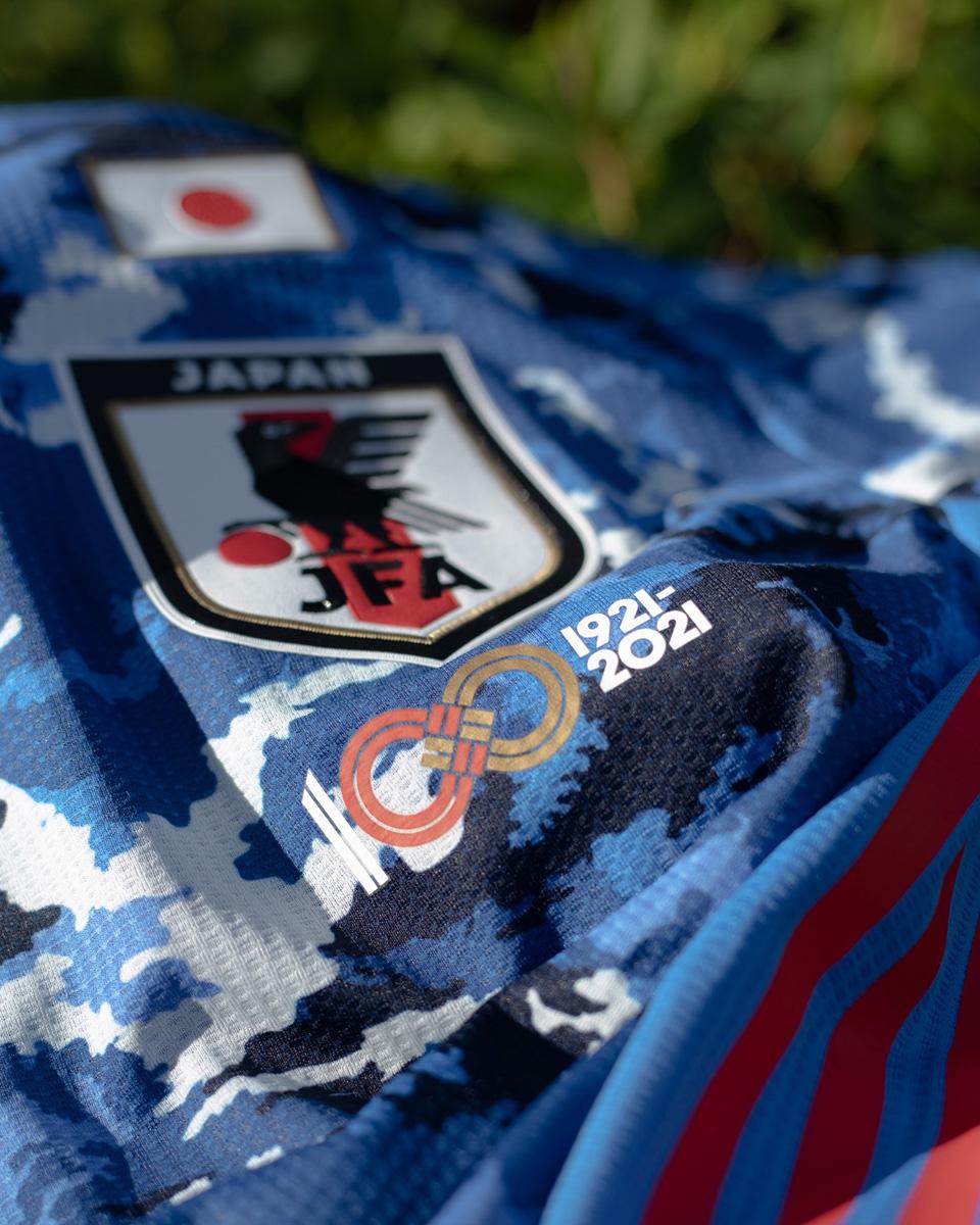 日本国家队球衣添加纪念徽章,庆祝足协成立一百周年 © 球衫堂 kitstown