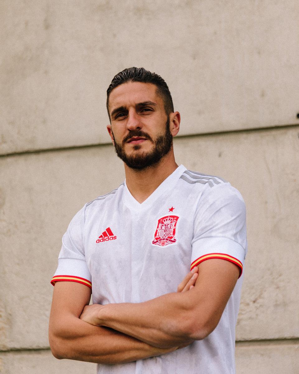 西班牙国家队 2021 赛季客场球衣 © 球衫堂 kitstown