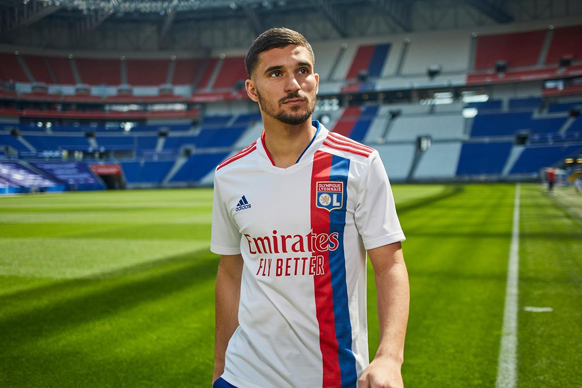 里昂 2021-22 赛季主场球衣 © 球衫堂 kitstown