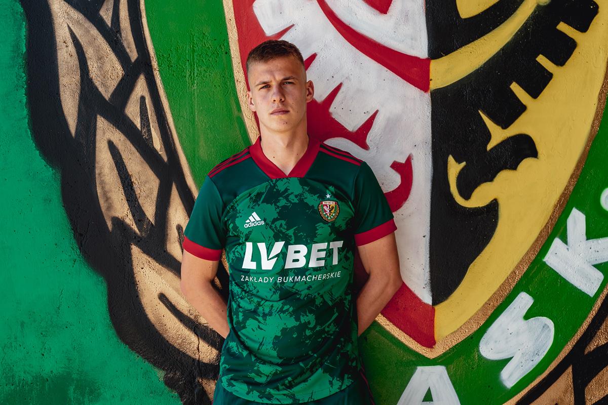 弗罗茨瓦夫希隆斯克 2021-22 赛季主场球衣 © 球衫堂 kitstown