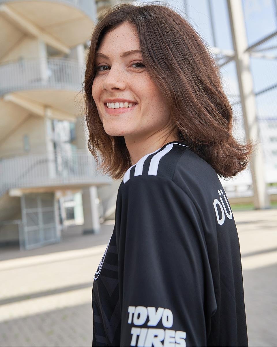 杜塞尔多夫 2021-22 赛季主客场球衣 © 球衫堂 kitstown