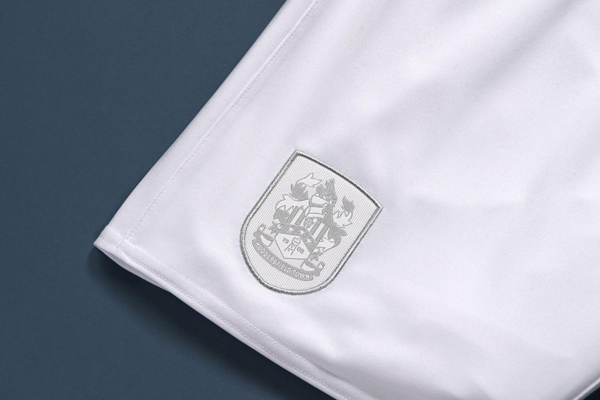哈德斯菲尔德 2021-22 赛季主场球衣 © 球衫堂 kitstown
