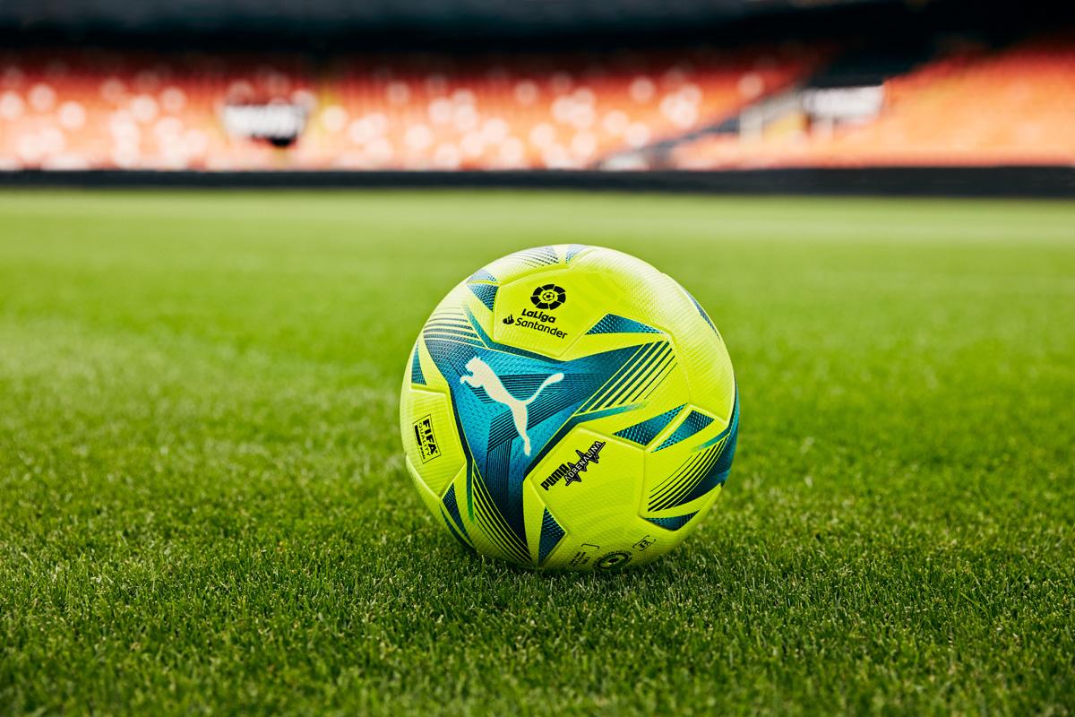 西甲联赛 2021-22 赛季特别版官方比赛用球 © 球衫堂 kitstown