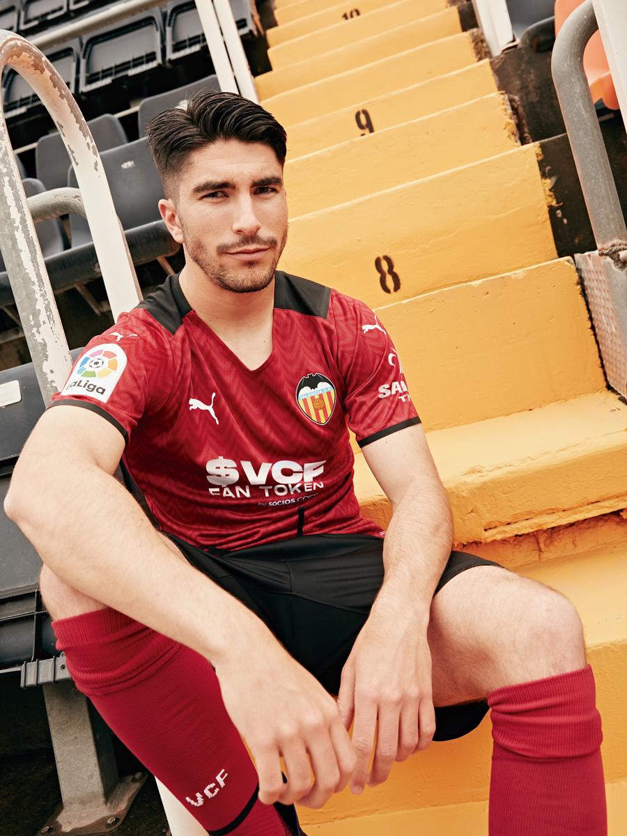 巴伦西亚 2021-22 赛季主客场球衣 © 球衫堂 kitstown