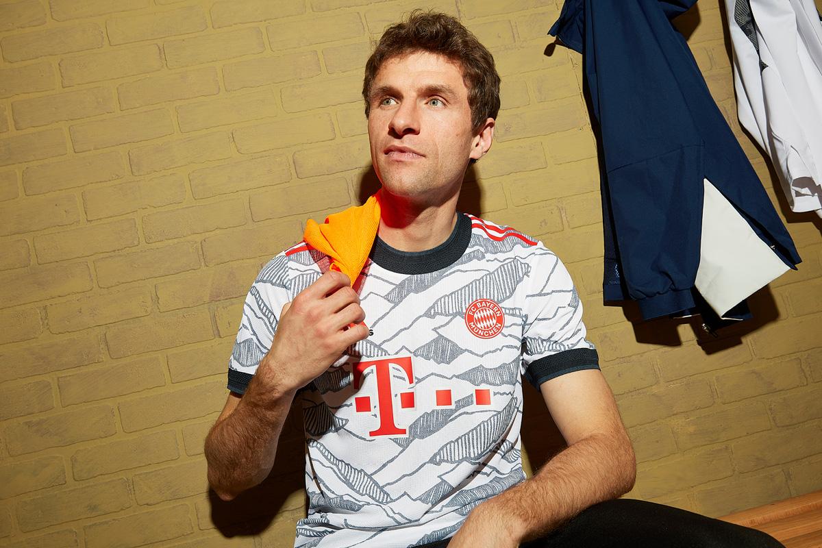 拜仁慕尼黑 2021-22 赛季第二客场球衣 © 球衫堂 kitstown