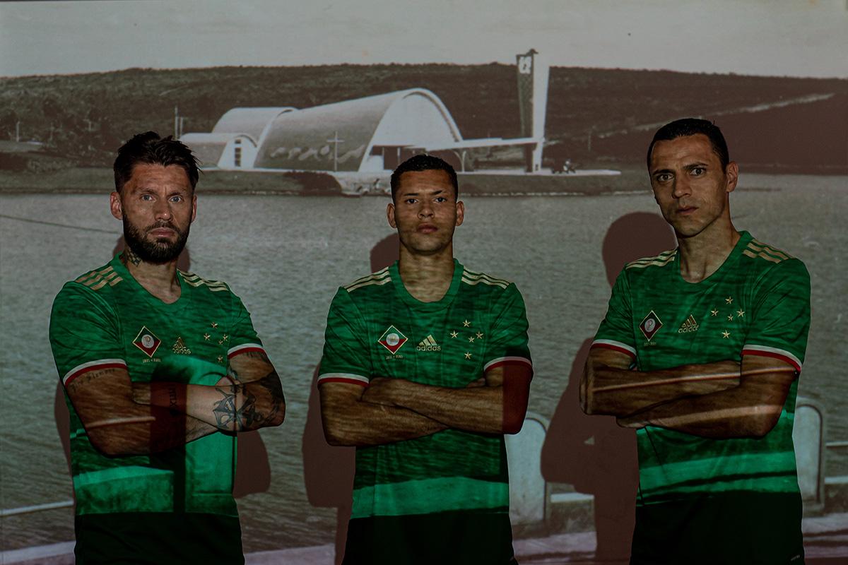 克鲁塞罗 2021-22 赛季第二客场球衣 © 球衫堂 kitstown