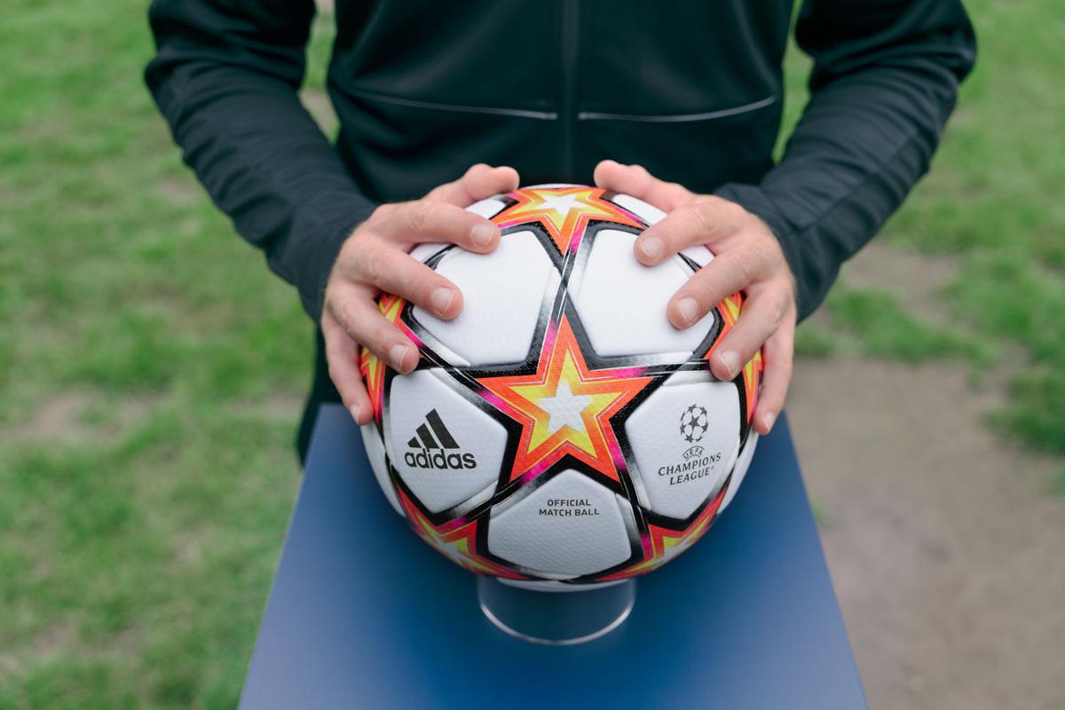 2021-22 赛季男女足欧冠联赛小组赛官方比赛用球 © 球衫堂 kitstown