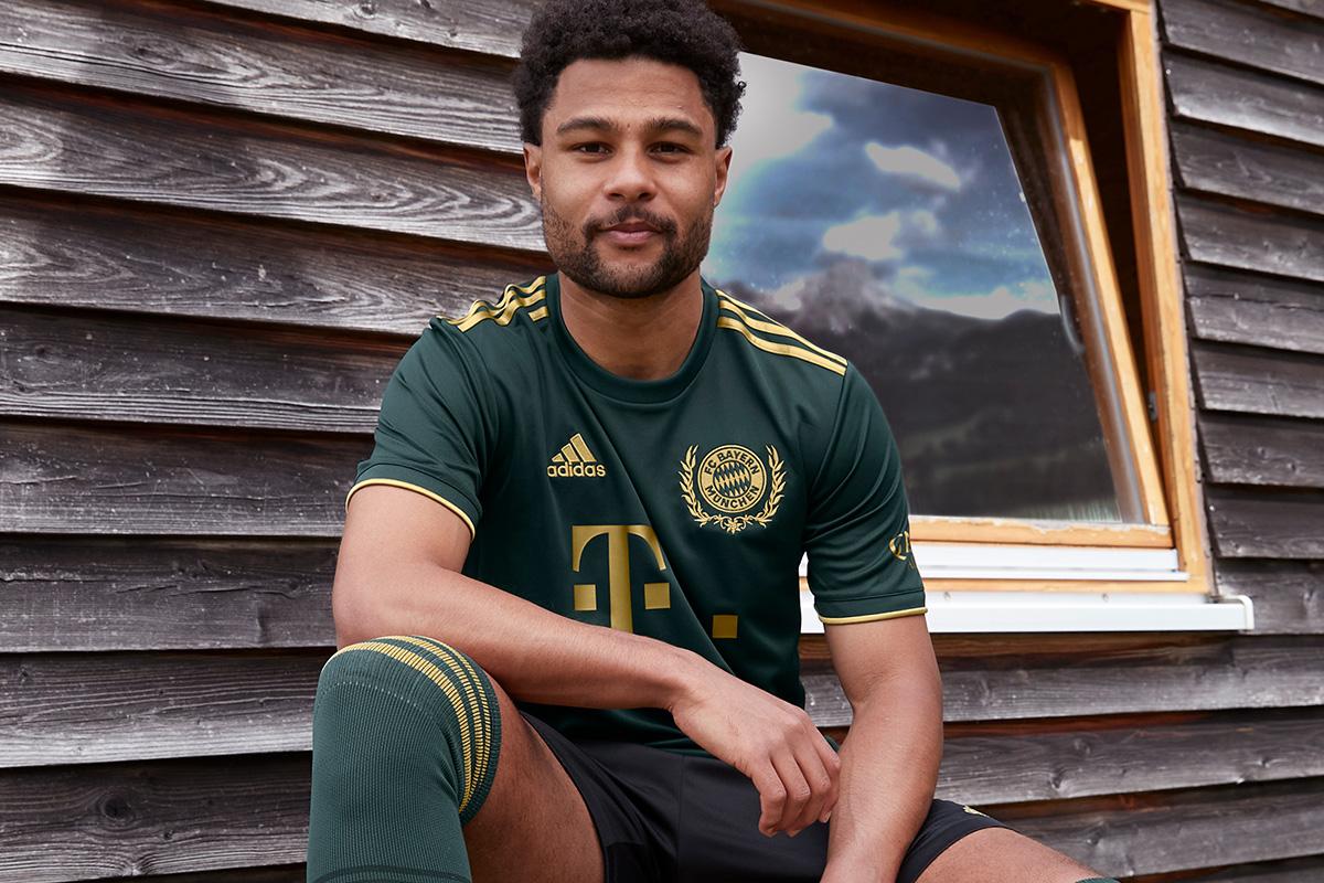 拜仁慕尼黑 2021-22 赛季啤酒节特别版球衣 © 球衫堂 kitstown