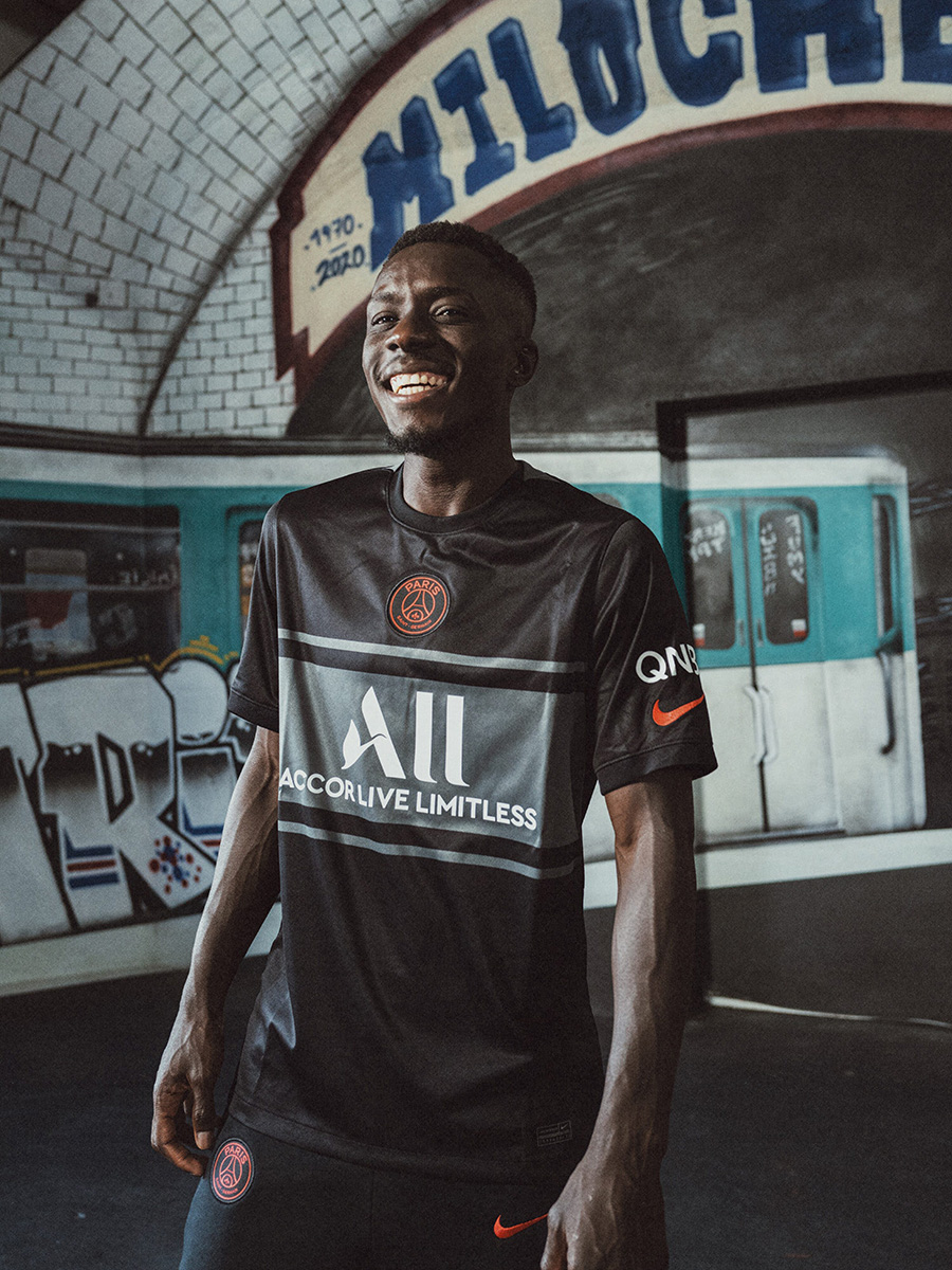 巴黎圣日耳曼 2021-22 赛季第二客场球衣 © 球衫堂 kitstown